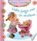 Lidia juega con su muñeca